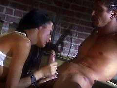 Alektra Blue attracts mens attention with her fuckable anal hole