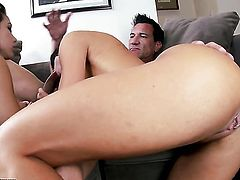 Brunette latin Rahyndee James puts her soft lips on throbbing boner