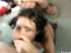 Brunette chica Stephani Moretti cant live a day without taking cum shot on her nice face
