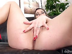 Bianca Bruni gives a closeup of her muff as she masturbates with sex toy