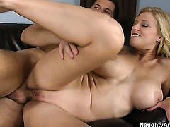 Blonde Holly Claus makes guy unload spunk upon her face