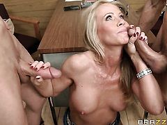 Milf Simone Sonay lets man enter her enter the exit-door in anal action