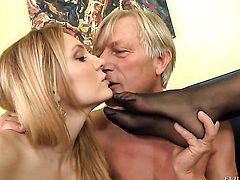 Nathalie Von enjoys anal hole stretching in insane porn action