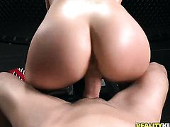 Brunette wants this blowjob session with hard cocked fuck buddy to last forever