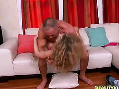 Blonde Taylor Dare has some time to get some pleasure with dudes cock in her mouth