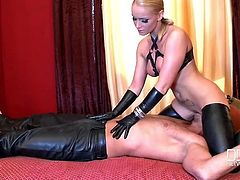 Kinky leather mistress rides her slave in bed