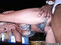 Blonde Justin Long sucks like a first rate whore in steamy oral action with horny guy