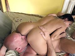 Erin Stone gets her dripping wet twat penetrated by horny dude