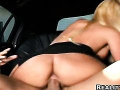 Blonde Phoenix Marie puts on a solo anal show you must see