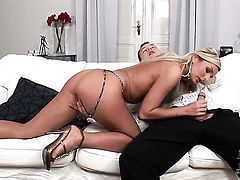 Vanessa Jordin rubs hard pole like before he gets enough