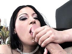 Daisy Cruz finds man hot and takes his hard boner in her mouth