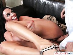 Brunette with bubbly butt has some time to get some pleasure