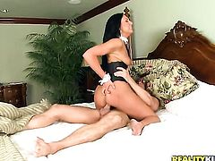 Sheena Ryder has some time to rub her fuck hole