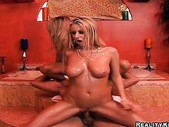 Blonde Reno with phat bottom and trimmed muff gets her mouth stretched by guys throbbing meat stick