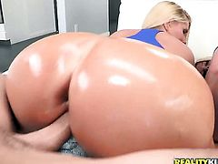 Blonde tart Karen Fisher with big booty and shaved cunt sucks like a first rate whore in steamy oral action with horny guy
