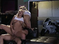 Alexis Texas blows the cum out of fuck stick