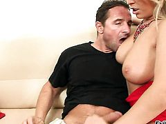 Mandy Dee gives giving oral pleasure to hot dude