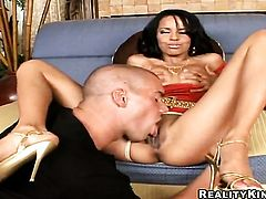 Brunette pornstar Zeina Heart gets a mouthful of pole in oral action with horny guy