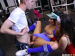 The gym is the best place to meet hot sluts with juicy big asses. These sluts love to suck cock and share the shaft of this hunky beefcake. He rails both of them hard in their plump pussies. One of the babes gets fucked hard from behind.
