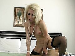 Blonde with firm bottom and trimmed snatch gets painted with sperm on cam for your viewing pleasure
