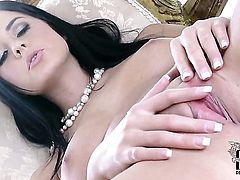 Mia Manarote cant stop fingering her wet hole