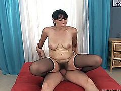 Steve Q Lets Aged Brunette Hair Martha A Engulf And Ride His Ramrod