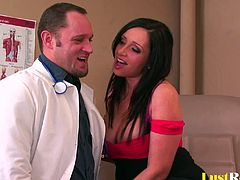 Who knew that a visit to the doctor can be so pleasing? Well, after arriving and spreading her legs, Vannah Sterling got her pussy licked and penetrated. In the end she even received a juicy reward from a handsome stud.