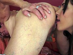 Old lesbian licks pussy of sweet babe Bella Beretta in 69 pose