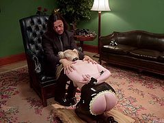 Sir Nik uses Dresden to demonstrate the proper use of a bondage collar. He also explains some philosophy behind it (what the collar means between the dominant and submissive. Proper technique for safe fun and more, right here at Kink University.