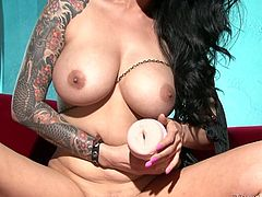 Oversexed brunette bombshell Tera Patrick plays with fleshlight