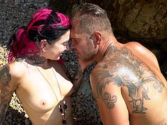 Joanna Angel and her husband went to the beach, where they became horny, after seeing the natural scenery. Without thinking for a second, they undressed each other and the brunette milf offered blowjob. The gentleman responded by fucking her on the beach itself. They will remember this trip forever!