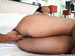 Black milks pole with her hot mouth