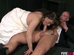 This horny slutty recently married slut bangs her husband´s best man on her wedding day and takes a load off on her wobbly tits.