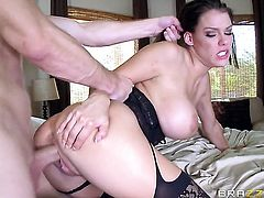 Brunette is on the way to the height of pleasure with Bill Baileys dick fucking her beaver