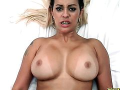 Tattooed Nicolle Bitencourt makes guy unload spunk upon her face