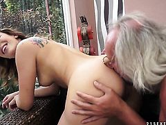 Brunette is on the edge of nirvana with guys throbbing fuck stick in her mouth