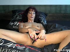 Horny mature with a big booty gives a fantastic blowjob to her neighbor and gets her wet pussy licked by him. Sexy gal with natural tits gets her snatch pounded by his hard cock.