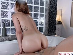 Kinky bitch Kristen Scott gets her pussy rammed in the bathtub