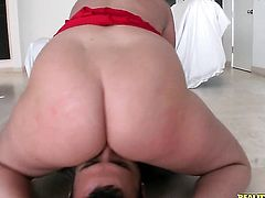 Tattooed Sophie Dee with bubbly ass and bald twat enjoys guys meaty stiff rod in her sweet mouth