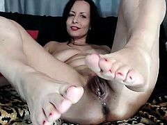 sexydevilxx 2min mature brunette footfetish feet