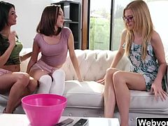 Blonde Babe Alexa Grace in threesome