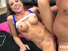 She shows this guy how wet she gets by using a vibrator and his dick