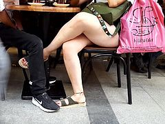 Teens sexy crossed legs hot feets toes at cafe