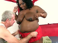 Ebony plumper visits a masseur He sucks her tits He massages her body with oil She sucks his dick He rubs her pussy and gives her intense pleasure