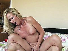 Hardcore sex with hot bodied MILF Simone Sonay - PornoID.com