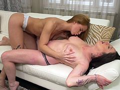 These mature lesbians have been dating for a long time, so they know how to please each other, to bring maximum pleasure. Elisa eats out her girlfriend's pussy and makes her cum very hard. Her face is buried in that cunt and she loves it.