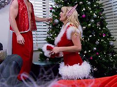 Christmas fuck with alluring blonde chick Kelly Madison