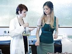 Redhead science les pussylicked after massage