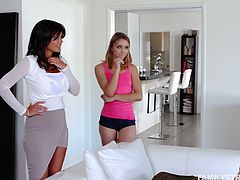 Spoiled stepsister Aurora Belle is sucking stepbrother's dick greedily
