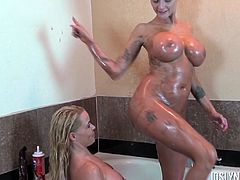 Wet and steamy lesbian pussy sucking tith sexy Savannah Steele